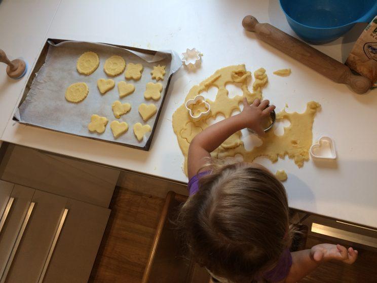 Receta de pastas de mantequilla para niños. Usando los moldes.